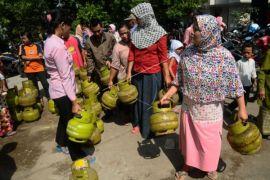 Legislator Singkawang dorong bongkar penimbun elpiji