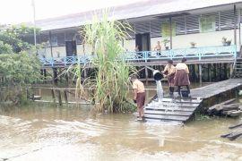 Banjir Surut Warga Diminta Tetap Waspada