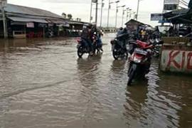 Dermaga Perigi Piai Tebas Terendam Banjir