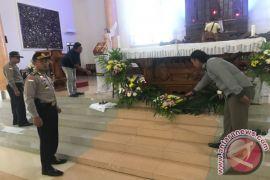 Polisi sterilkan Gereja sebelum Misa Natal