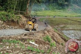 Pemkab Sintang alokasikan Rp11 miliar bangun jalan desa