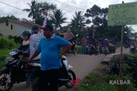 Ratusan warga Mega Timur cegat truk sawit