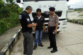 Pemeriksaan Kendaraan Asal Malaysia