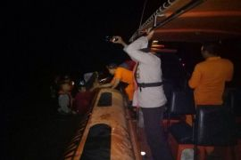 SAR evakuasi enam nelayan dari kapal motor kandas