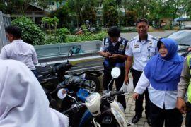 Dishub-Polisi Pontianak amankan pelajar SMP gunakan sepeda motor