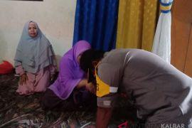 Kapolres Sanggau terharu bertemu guru Lastini