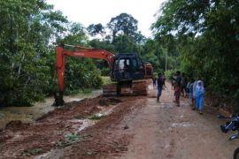 Kondisi cuaca tak pengaruhi semangat personel TMMD di Sanggau