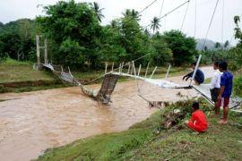 Jembatan rusak karena banjir