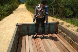 Polsek Bonti amankan kayu ilegal