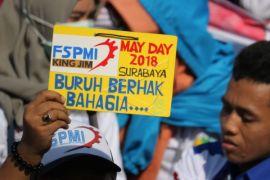 Aksi hari buruh di Surabaya