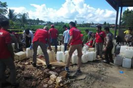 Polisi musnahkan tujuh ton miras