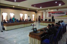 TNI - Polri bersama masyarakat Bengkayang kutuk tidakan terorisme