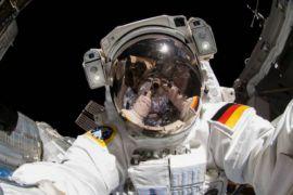 Dua astronaut diterbangkan untuk misi lima bulan