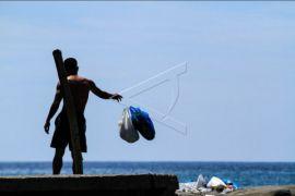 Buang sampah ke laut