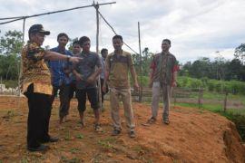 Warga Desa Apin Baru harapkan polindes dan infrastruktur