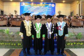 Universitas Tanjungpura Pontianak kukuhkan dua guru besar