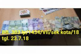 Empat penjudi remi box ditangkap
