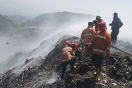 Gunung sampah terbakar