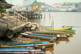 Air Sungai Kapuas surut
