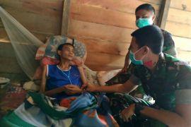 Satgas Pamtas Evakuasi Warga Penderita TBC