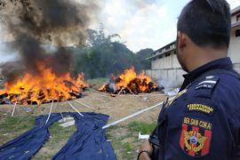 Bea Cukai Entikong Musnahkan Tekstil Ilegal