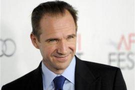 Aktor Ralph Fiennes masih belajar menjadi sutradara