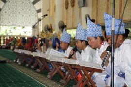 Ribuan pelajar ikuti khataman massal Al Quran di Pontianak