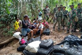 Satgas Pamtas bebaskan 25 warga perbatasan