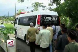 Jasad korban Lion Air dimakamkan
