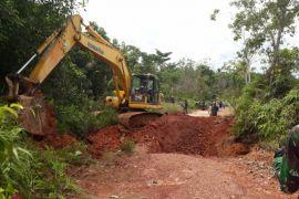 Penutupan jalan tikus perbatasan Indonesia - Malaysia