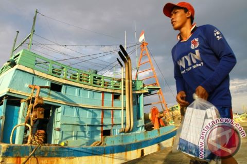 Ministry`s patrol ship arrests Vietnamese illegal fishing boats