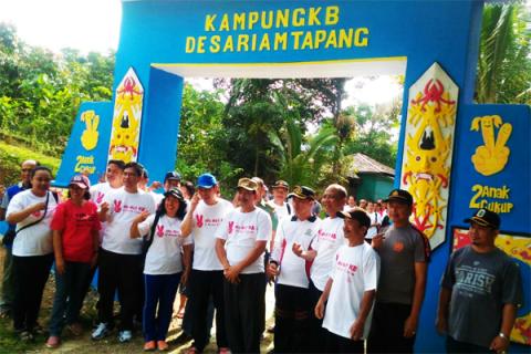 Pemkab Kubu Raya resmikan Kampung KB Desa Retok