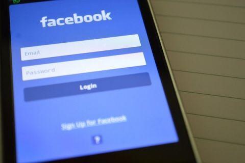 Facebook akan umumkan perangkat layar pintar