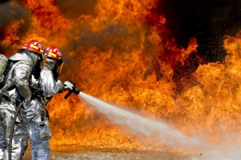 Kebakaran bangunan bersejarah New York tewaskan petugas pemadam