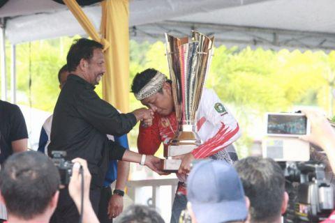 Tim dayung Kalbar persembahkan trofi Sultan Brunaikado HUT RI