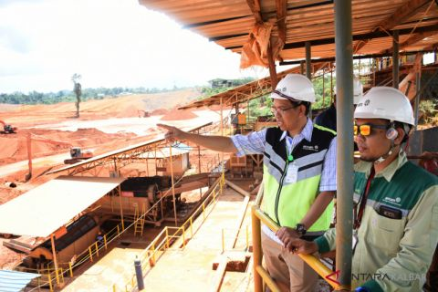 Progress in smelter construction by three mining companies slow