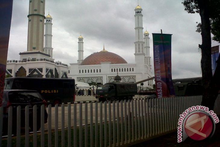 Telkom Bantu Masjid Raya Mujahidin Rp100 Juta