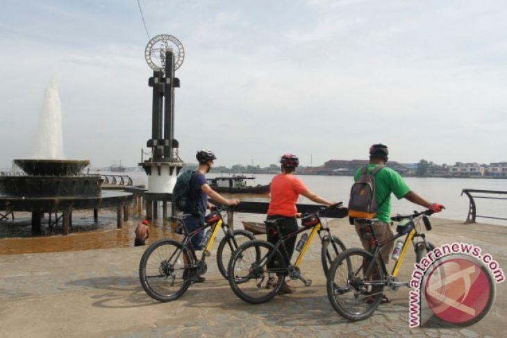 Turis Belanda Kagum Kampung Beting Pontianak