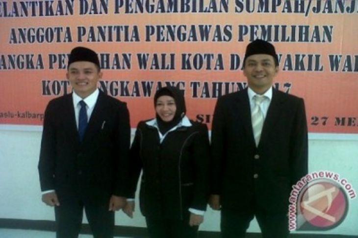 Panwaslu Singkawang sebar brosur UU Pilkada
