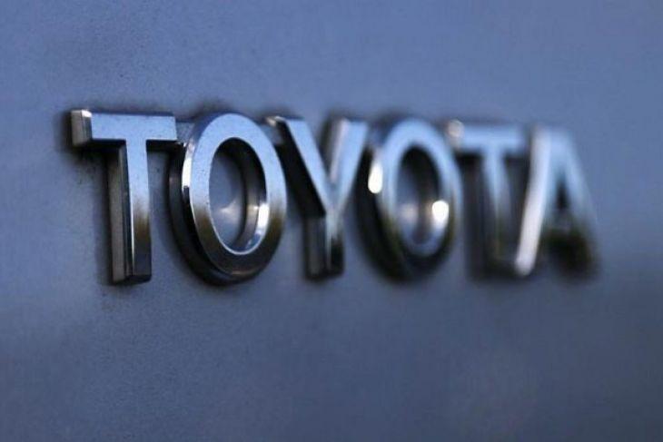 Toyota Berikan Penghargaan 23 Karyawan Dengan Emas