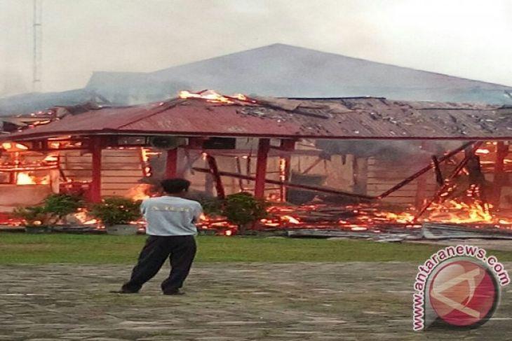 Kantor Bupati Melawi Dilaporkan Terbakar