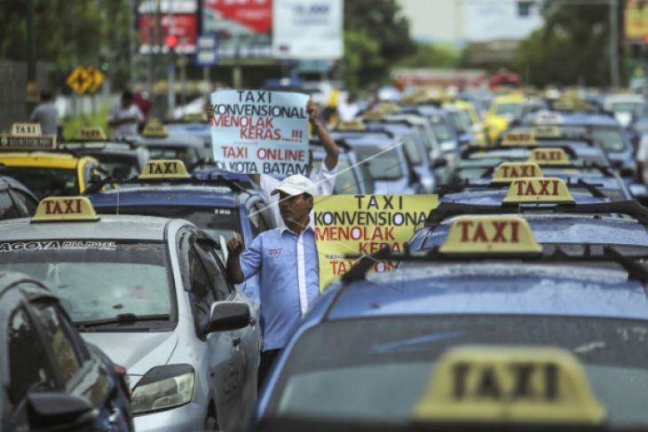 Dishub : Penentuan Tarif Taksi Online Tingkat Provinsi