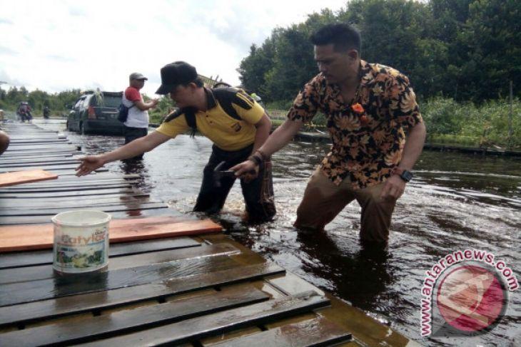 Memperbaiki Jembatan Darurat