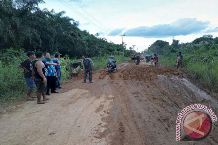 Pemkab Perbaiki Darurat Jalan Sekadau - Rawak