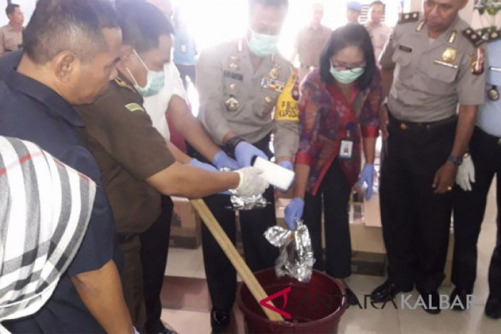 Polda Kalbar musnahkan tiga kilogram sabu-sabu
