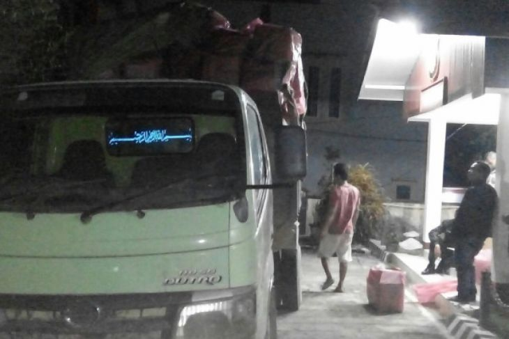 Polres Sanggau amankan 150 kotak balon ilegal