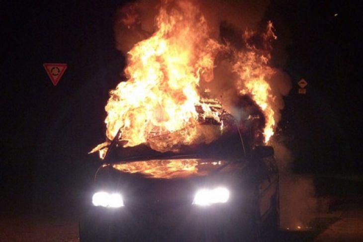 Polisi ledakkan bom di gang sempit Jalan Sikatan IV Surabaya