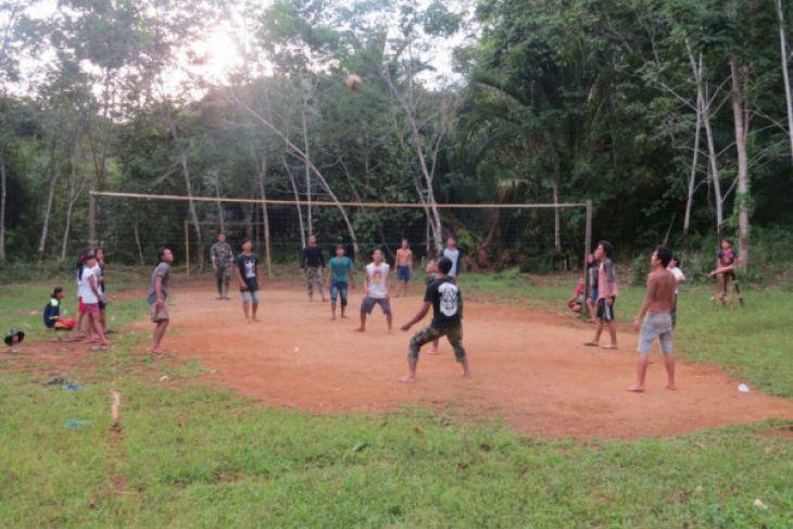 TNI olahraga bersama warga di sela TMMD Sanggau