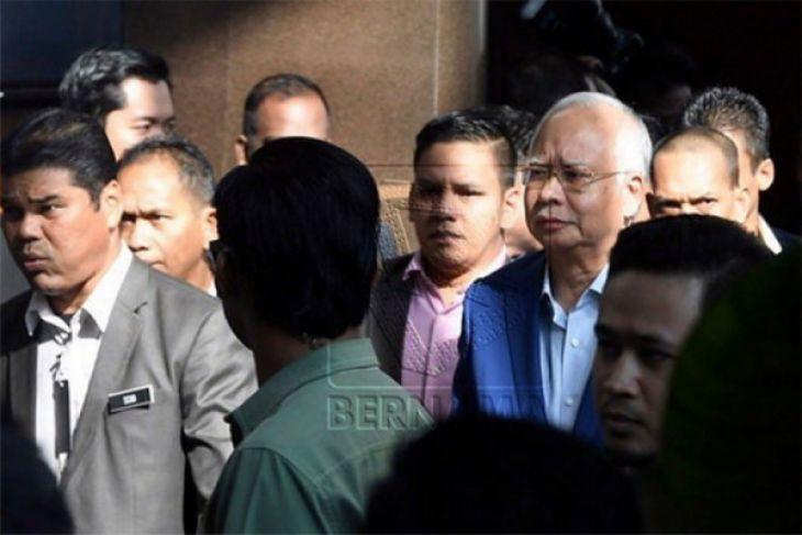 Najib Razak tiba di kantor SPRM