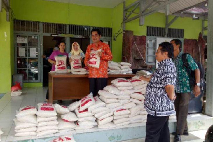 Sanggau bazar murah beras lokal